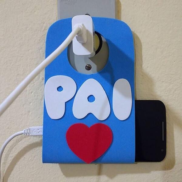 Lembrancinha dia dos pais em eva criativa serve de suporte para celular