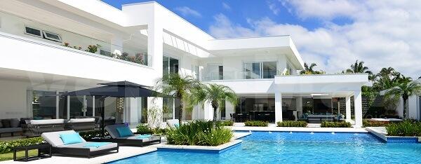 Fachada de casa luxuosa