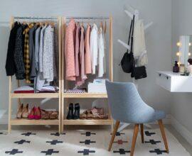 Modelo de closet pequeno feito de madeira