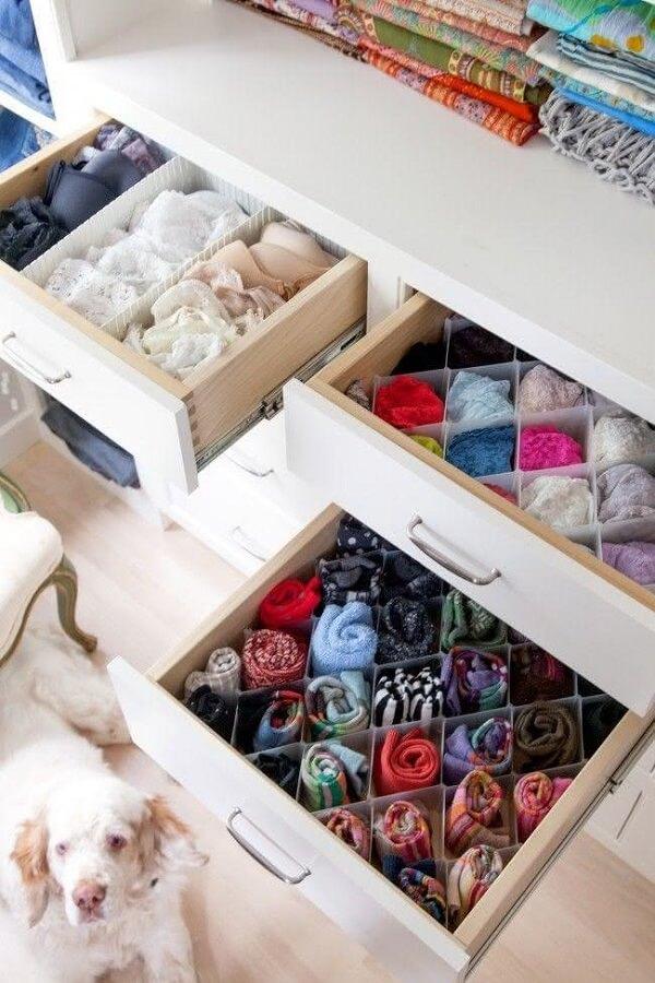O antimofo caseiro pode ser colocado dentro das gavetas do guarda roupa