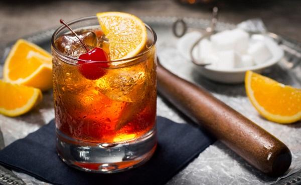O copo Old Fashioned é ideal para bebidas que venham acompanhadas de gelo