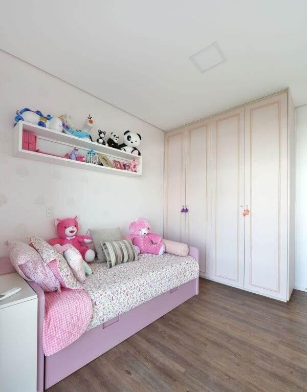 O guarda-roupa infantil 4 portas é ideal para quartos espaçosos