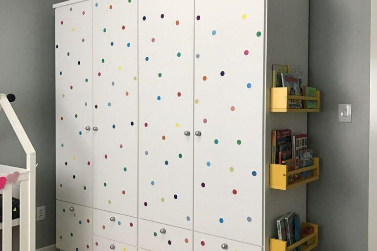 O guarda-roupa infantil 4 portas é ideal para quartos mais espaçosos