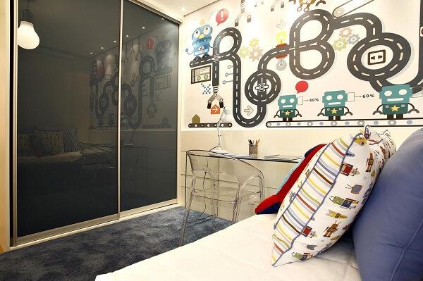 O guarda-roupa infantil com porta de correr é excelente para quartos pequenos, pois otimiza espaço