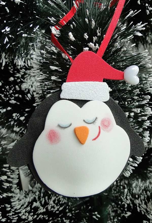 Presentei os convidados com um lindo pinguinzinho como forma de lembrancinhas de natal em eva