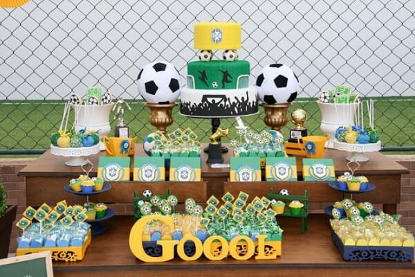 Use decorative letters in the football theme party decoration