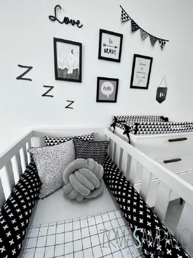 almofadas para quarto de bebê branco e preto Foto Irmãs Sampaio