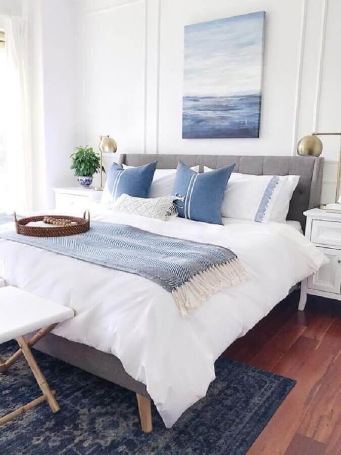 almofadas para quarto de casal azul e branco Foto Apartment Therapy