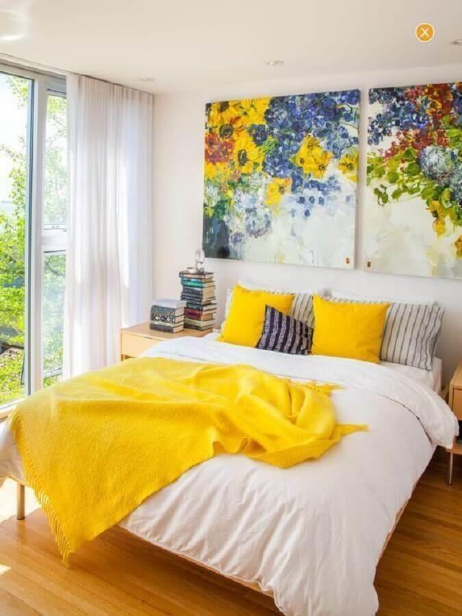 almofadas para quarto de casal com quadros grandes na cabeceira da cama Foto Pinterest