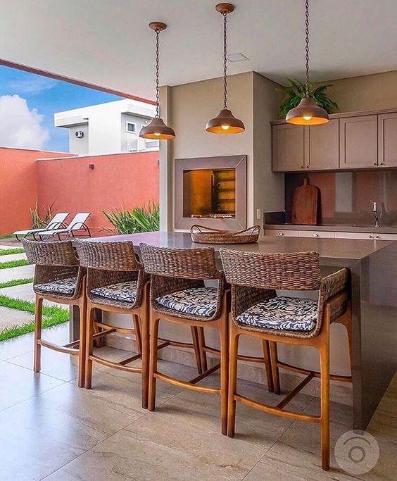 Área gourmet com piscina e churrasqueira e bancada