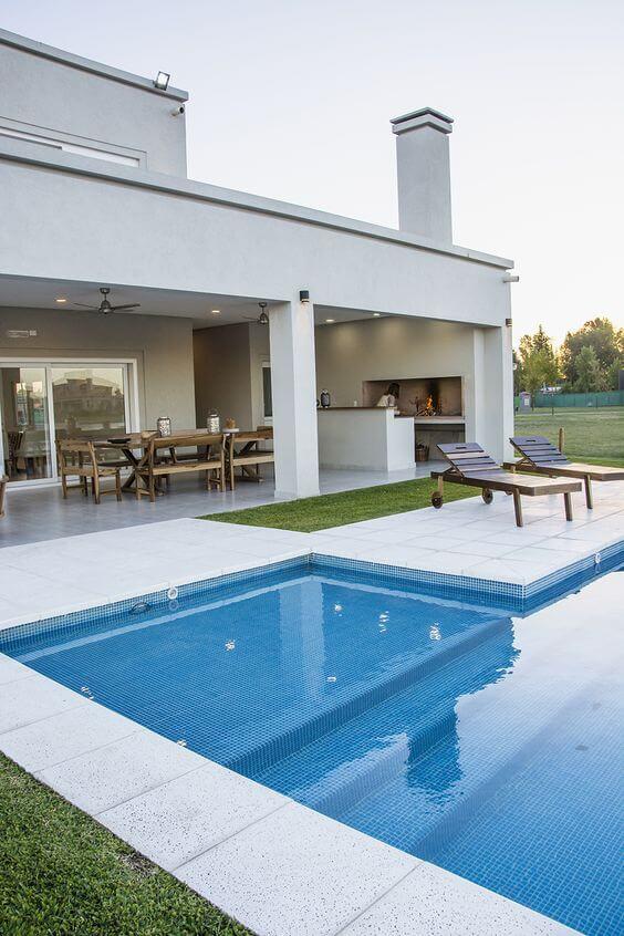 Área gourmet com piscina grande