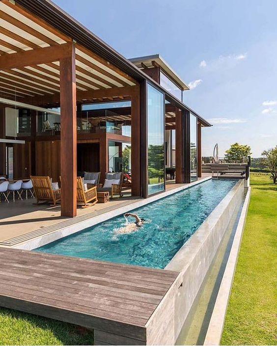 Área gourmet com piscina comprida