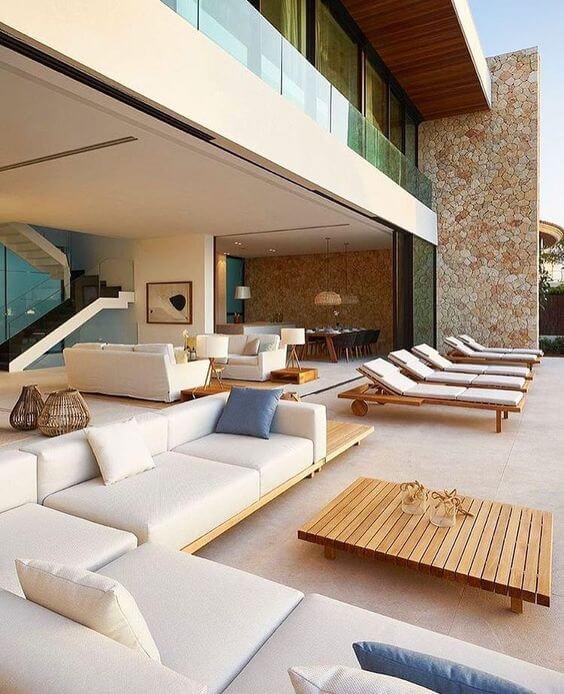 Área gourmet moderna com piscina