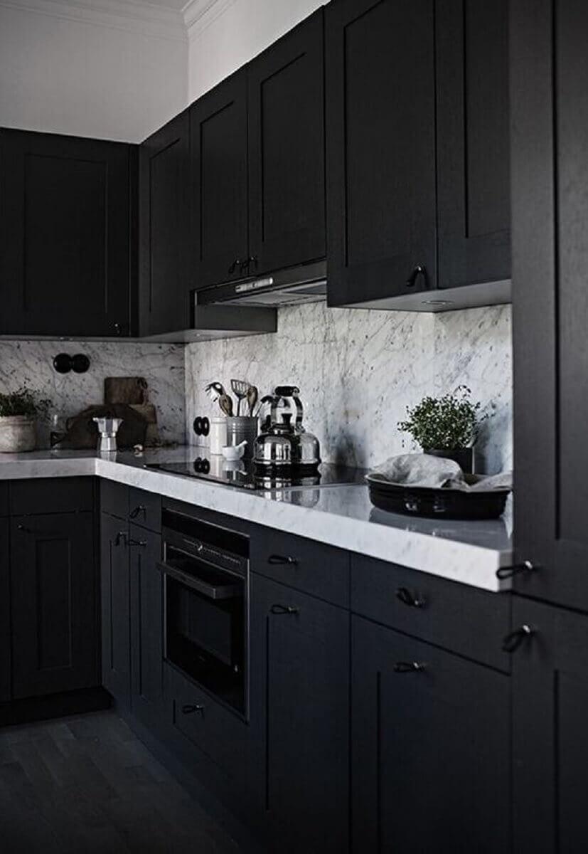 armários planejados com contornos clássicos para cozinha completa preta Foto Colourful Girl