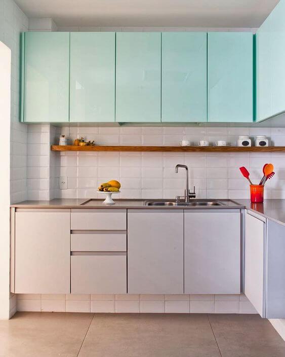 Cozinha moderna com armário tiffany e clean