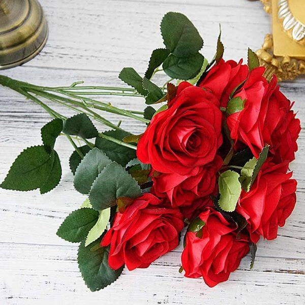 Arranjo de rosas vermelhas