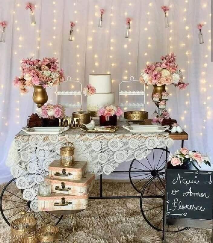arranjos de flores para mesa e painel de bodas de cristal decoração simples Foto Dicas de Mulher