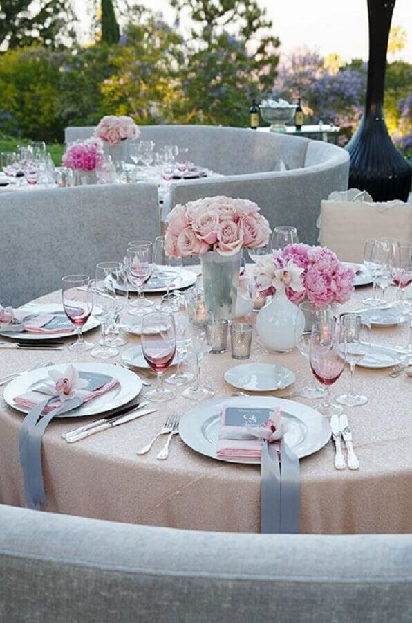arranjos de rosas para decoração de bodas de cristal ao ar livre Foto Pinterest