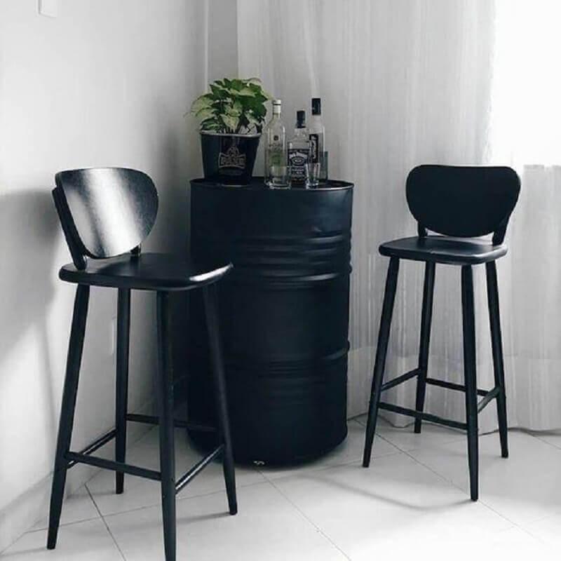 barzinho feito com tambor de decoração preto Foto Pinterest