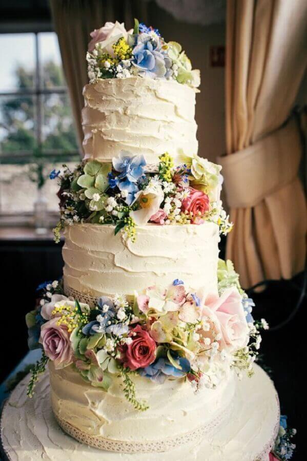 bolo bodas de cristal 3 andares decorado com flores Foto Pinterest