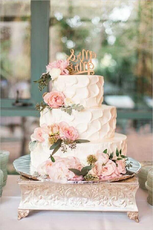 bolo bodas de cristal branco decorado com flores cor de rosa Foto Enfim Noivei