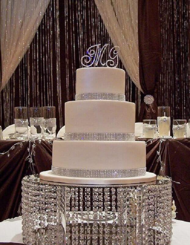 bolo bodas de cristal branco em prato sofisticado Foto 100 Layer Cake