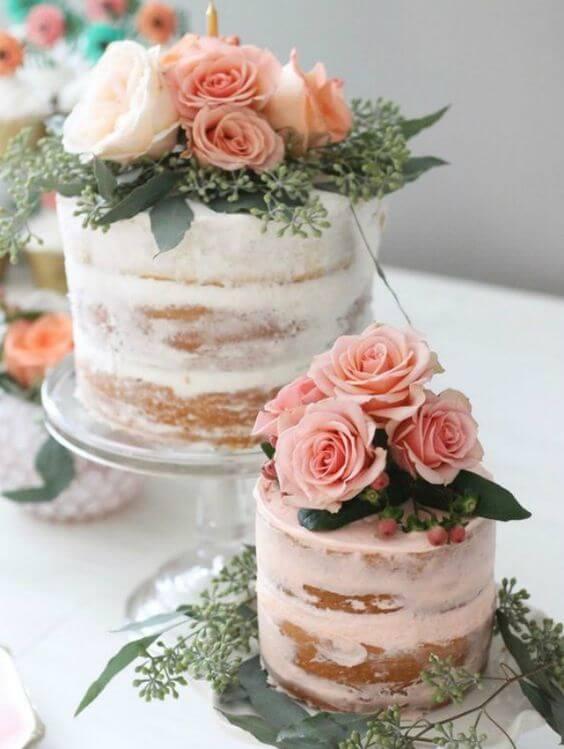 Bolos decorados com rosas delicados