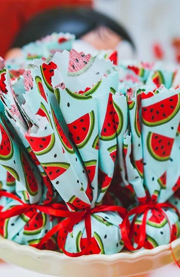 cake wrapped in watermelon fabric for magali's birthday party Photo Handicraft Step by Step