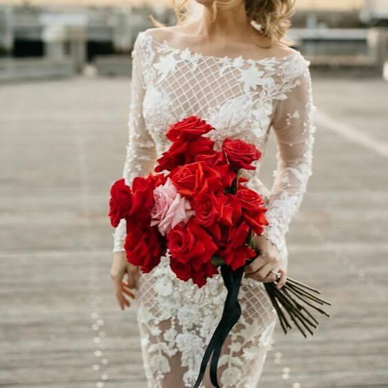 Noiva com rosas vermelhas
