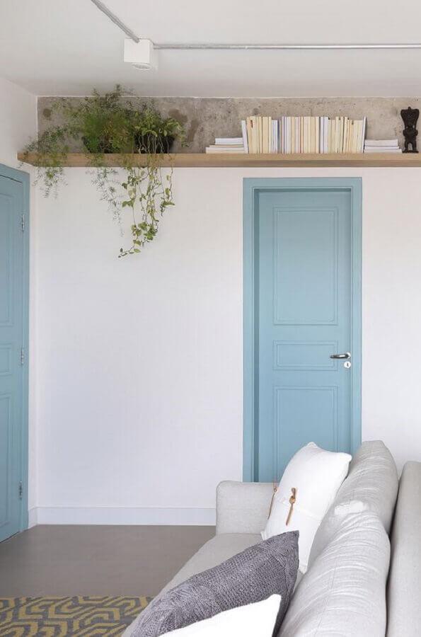 cada decorada com portas pintadas de azul pastel Foto Pinterest