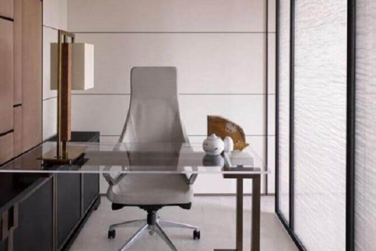 cadeira de escritório confortável para coluna Foto Hirsch Bedner Associates