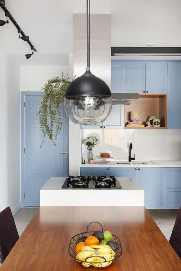 casa decorada com portas e armários de cozinha na cor azul pastel Foto Casa de Valentina