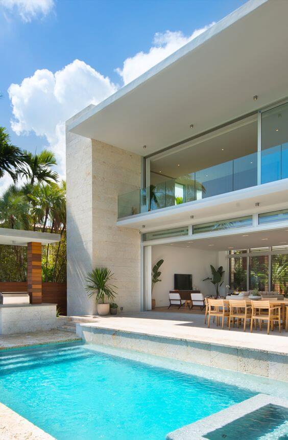 Casa grande com área gourmet e piscina