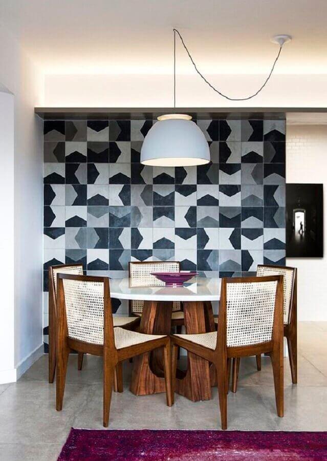 centro de mesa sala de jantar moderna cinza e roxa Foto Histórias de Casa