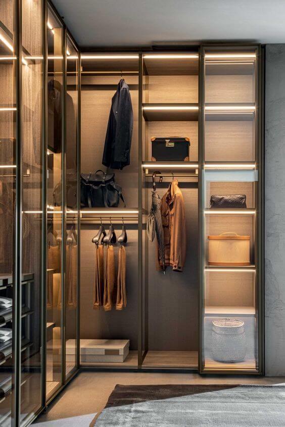 Closet em L modulado no quarto moderno