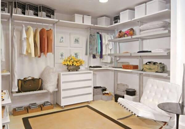 Closet em L modulado moderno