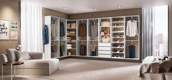 Closet em L modulado para quarto moderno