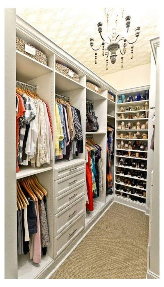 Closet em L com sapateira moderna