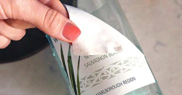 Aprenda a melhor forma de como tirar adesivo de vidro