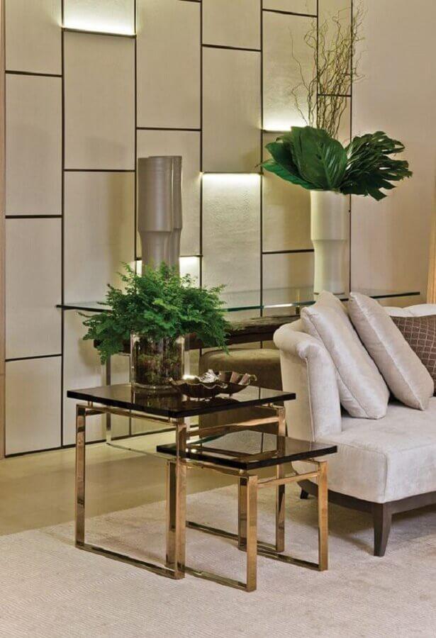 conjunto de mesa de canto para sala com decoração sofisticada Foto Tallita Lisboa