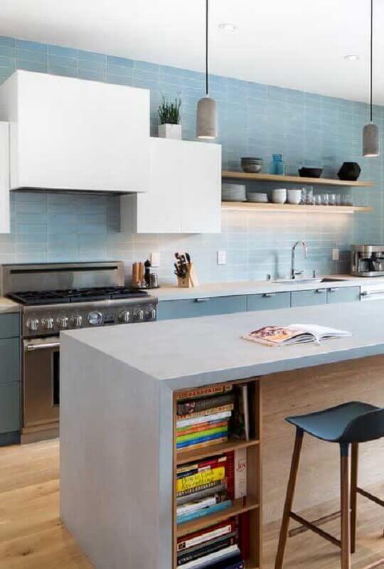 cozinha com ilha decorada com revestimento azul pastel Foto Home Fashion Trend