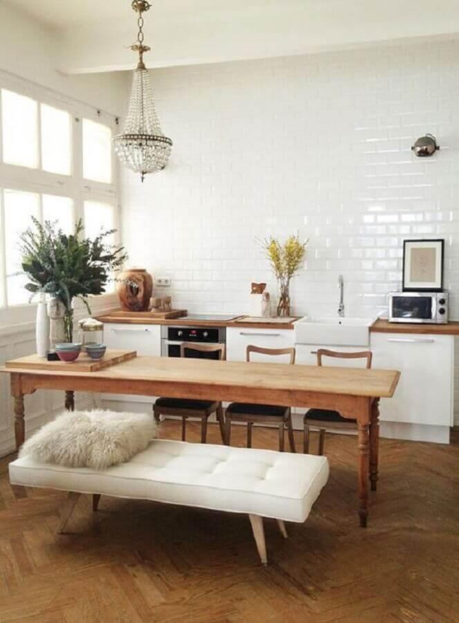 cozinha decorada com mesa com banco estofado Foto Pinterest