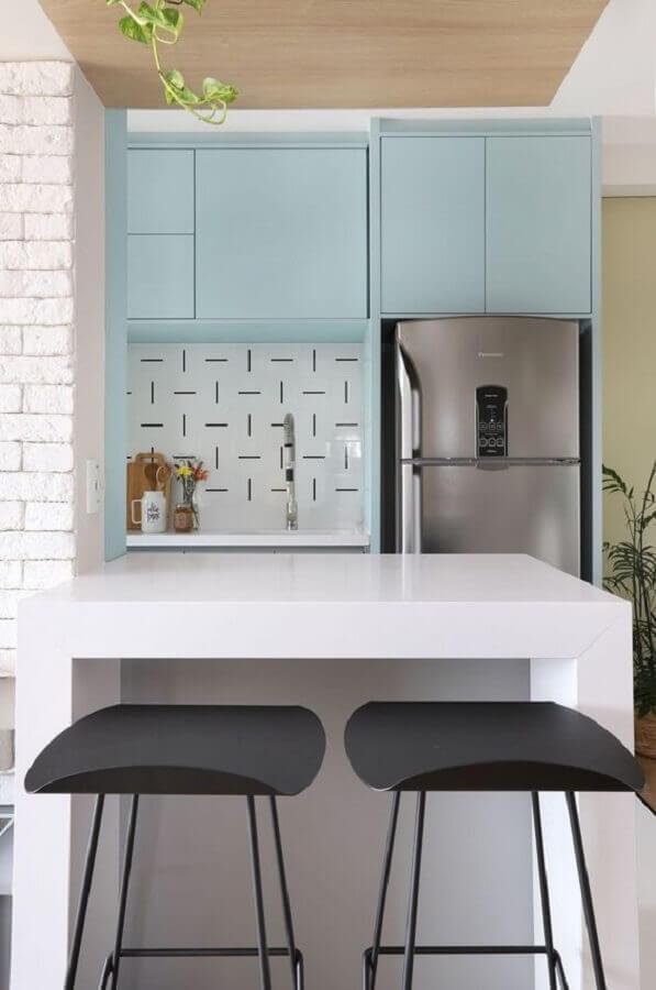 cozinha moderna planejada com armários azul pastel Foto Revestindo a Casa