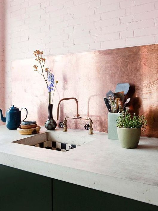 Cozinha com revestimento rose gold