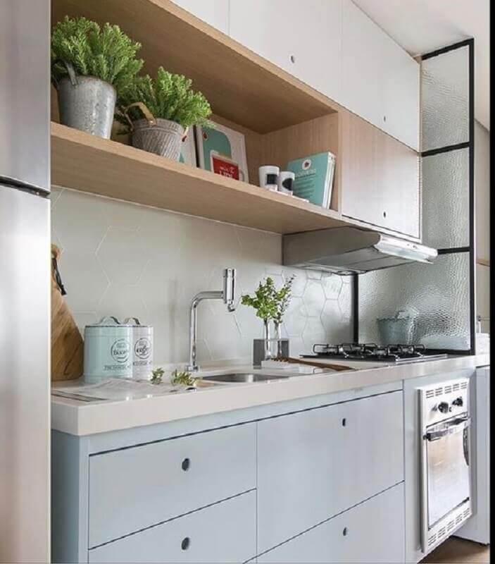 cozinha pequena decorada com armário azul pastel Foto Pinterest