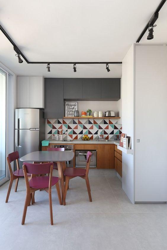 Escolha uma mesa pequena e prática para sua cozinha
