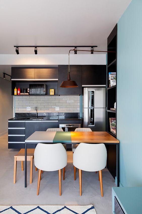 Cozinha pequena planejada preta e azul