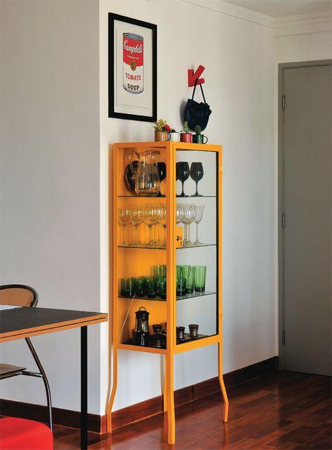 Cristaleira de vidro amarela para salas modernas e alegres