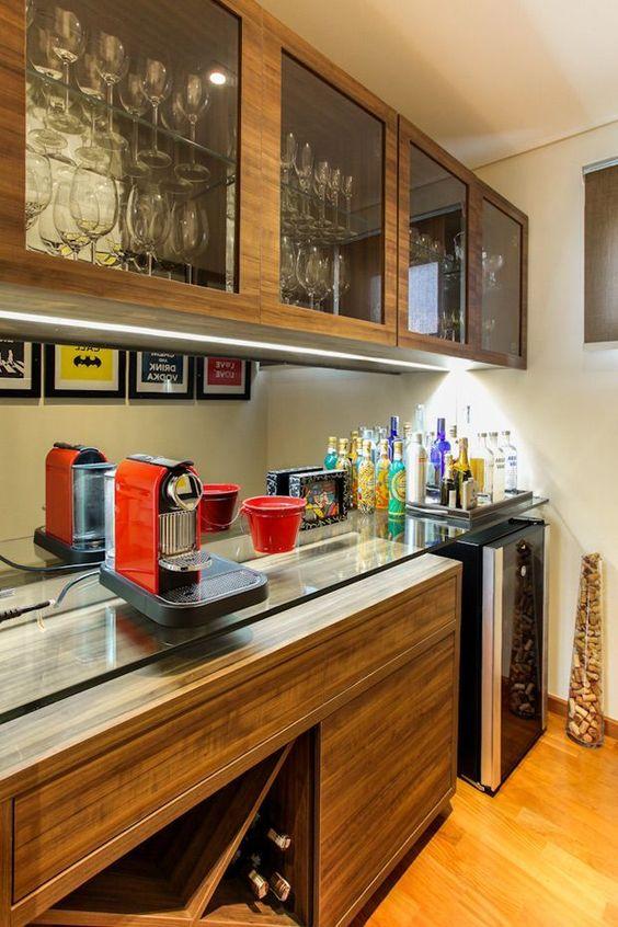 Cristaleira de vidro com espaço para café moderno