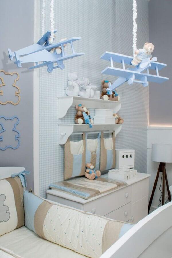 decoração azul pastel para quarto de bebê com aviãozinho de mobile Foto Pinterest